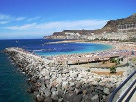 Amadores is an artificial beach and breakwater with imported coral sand.