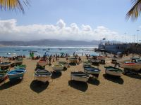 Being right next to the city of Las Palmas, this beach is always busy